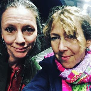 Skolbibliotekarierna Klara Önnerfält och Lotta Davidsson-Bask har podden Flödet